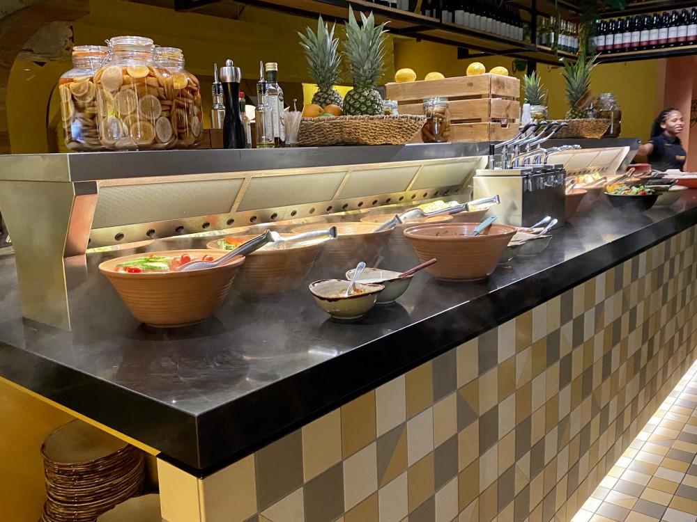 Rodizio Brazilian Grill Rotterdam zowel boven als beneden Cool-Spot eilanden.